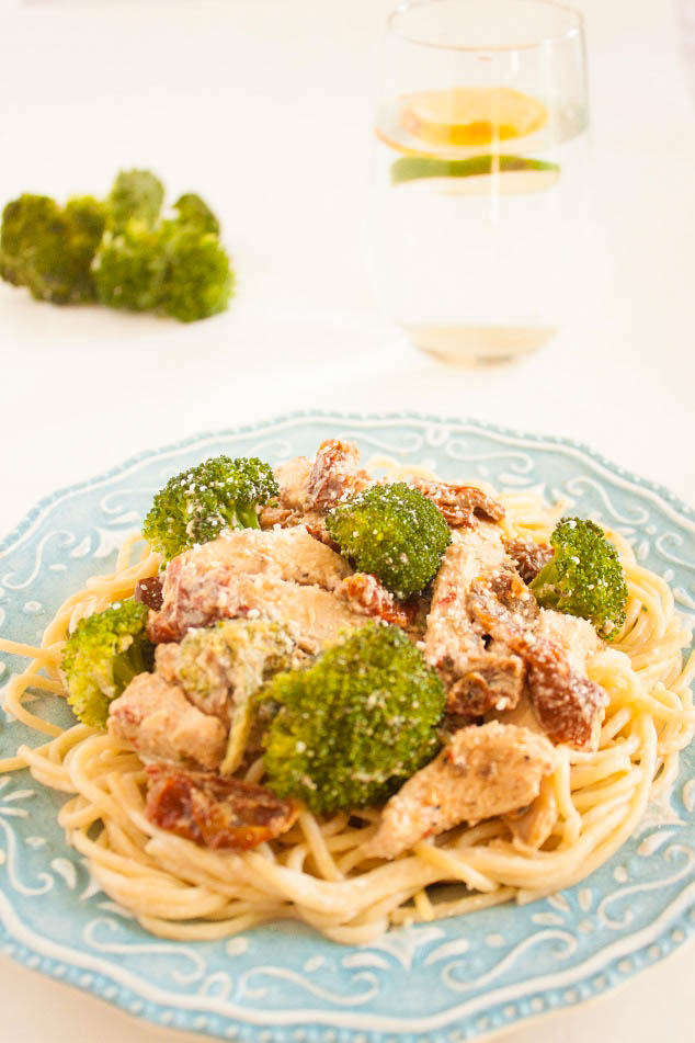 Chicken in a Creamy Sauce with Sun-dried Tomatoes and Broccoli