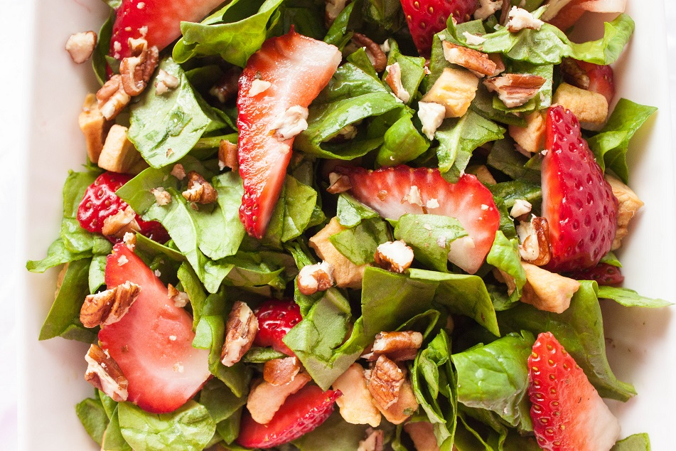 Strawbeery Spinach Salad with Pecans